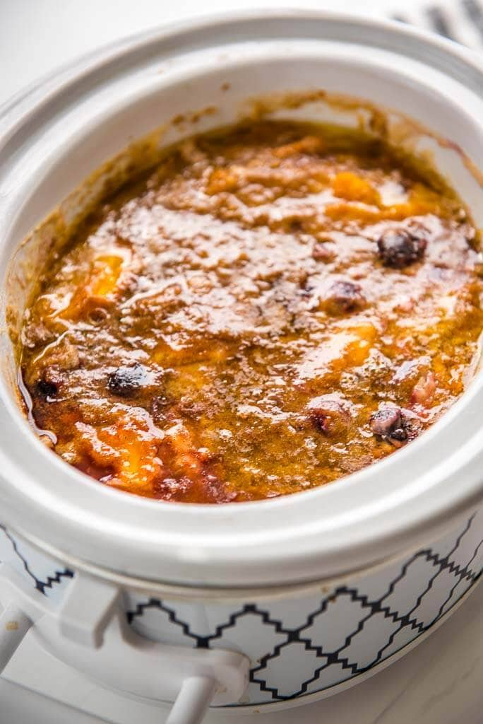 peach cobbler in a casserole slow cooker