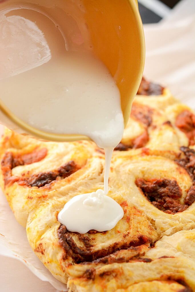 Slow Cooker Pumpkin Cinnamon Rolls