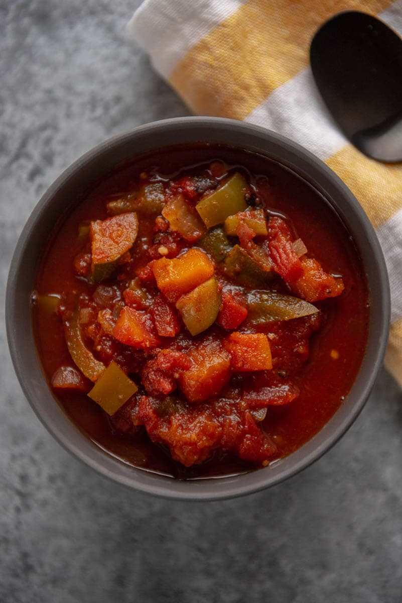 vegetarian chili in a gray bowl