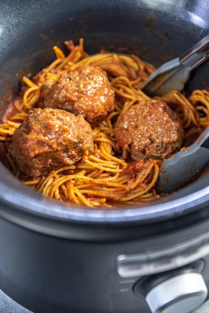 spaghetti and meatballs in slow cooker