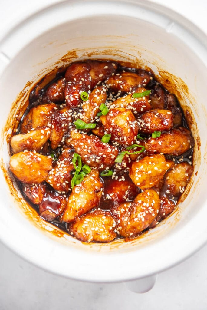 general tso chicken and garnish in a slow cooker